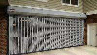 Non-Insulated Fenestrated Garage Door om Grau